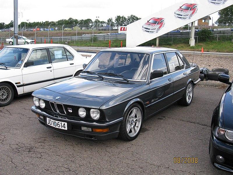 Name:  800px-BMW_M536i_(2741370208).jpg Views: 15 Size:  175.7 KB